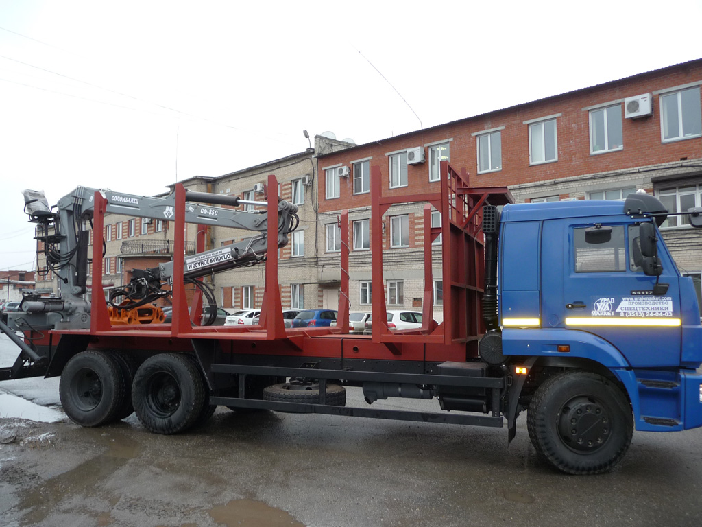 Сортиментовозный тягач «Камаз 65111» с гидроманипулятором, общий вид спереди