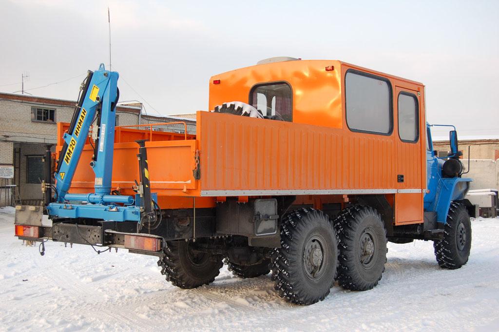 ГПА «Урал 4320» с гидроманипулятором, общий вид сзади