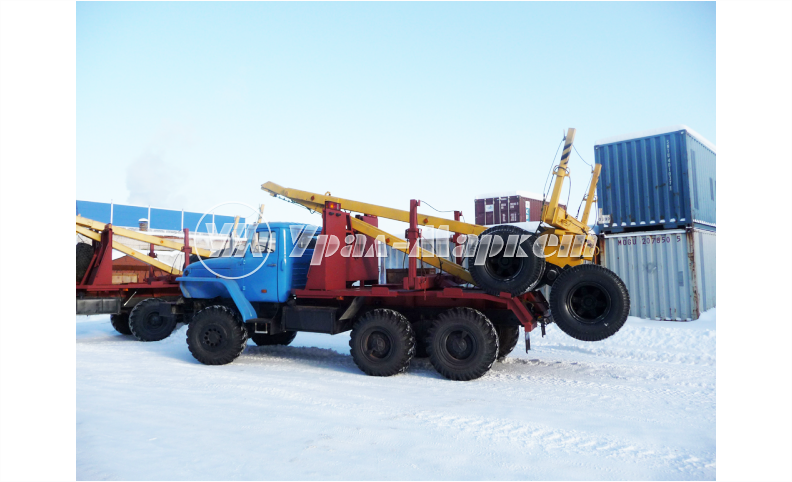 Лесовозный автопоезд с самопогрузкой прицепа-роспуска 4456R2 на шасси Урал 55571