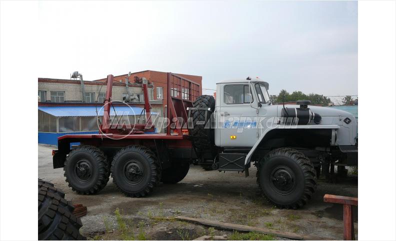 Лесовозный тягач на шасси Урал 5557-1151-60М