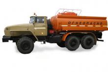 Бензовоз АЦ-12 «Урал 4320-1912-60М», вид с боку